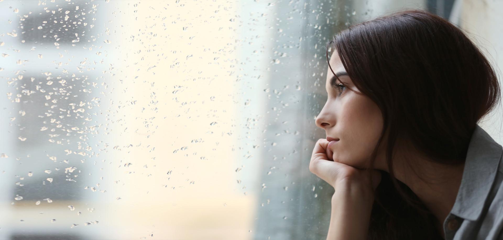 Le fait de se sentir désolé pour un ex peut donner à une femme l'impression que la relation serait trop lourde pour elle